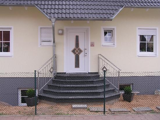 natursteine fmg hofmann sand eingangstreppen und innentreppen natursteine fmg hofmann sand. Black Bedroom Furniture Sets. Home Design Ideas